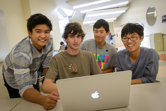 Four Computer Science Majors Win Best Ios Hack At Usc